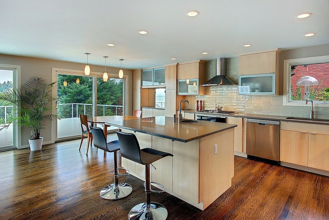 Contemporary Kitchen by Thomas Fine, CGR, GMB & CGP