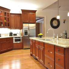 Traditional Kitchen by The Mirror Gallery, Kitchen and Bathroom Showroom
