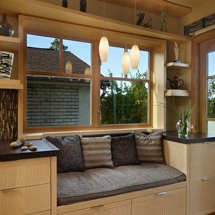 Ejemplo de cocina de galera, minimalista, pequeña, sin isla, con fregadero bajoencimera, puertas de armario de madera clara, encimera de piedra caliza, electrodomésticos con paneles y suelo de madera clara