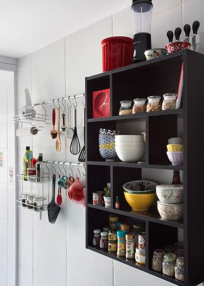 Contemporary Kitchen by Carolina Mendonça Architecture and Interior Design