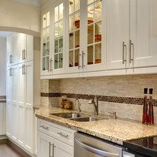 Contemporary Kitchen by Davisville Kitchens