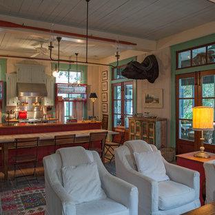 Bild på ett maritimt kök med öppen planlösning, med skåp i shakerstil, röda skåp, träbänkskiva och rostfria vitvaror