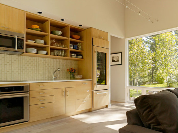 Partly Open Shelving: The Case for Doorless Cabinets