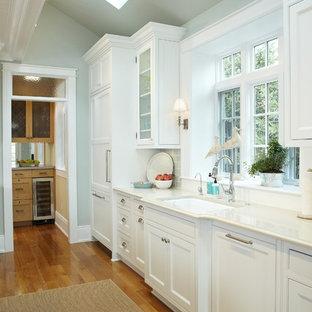 Traditional kitchen designs - Elegant kitchen photo in Grand Rapids