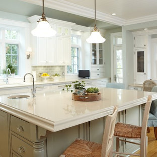 Traditional kitchen ideas - Example of a classic kitchen design in Grand Rapids