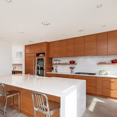 Contemporary Kitchen by Karoleena