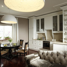 Traditional Dining Room by S-style