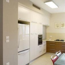 Modern Kitchen by Asher Elbaz