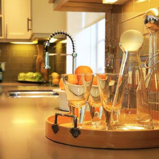 Contemporary kitchen inspiration - Example of a trendy kitchen design in Los Angeles