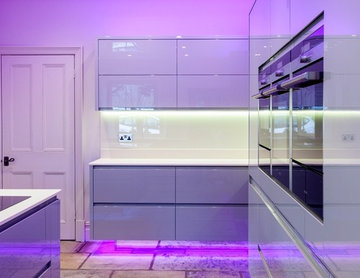 FLOATING OVER STONE - PROJECT WITH ATLANTIS KITCHENS