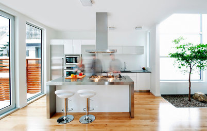 Houzz Tour: White Is Right for Nurses in Ottawa