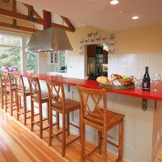 Farmhouse Kitchen by Jack 'N Tool Box, Inc.