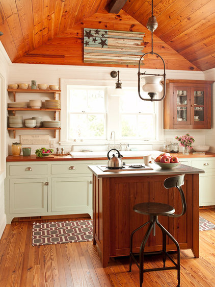 Traditional Kitchen by Historical Concepts