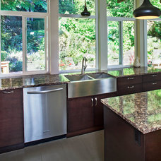 Traditional Kitchen by TQ Construction Ltd