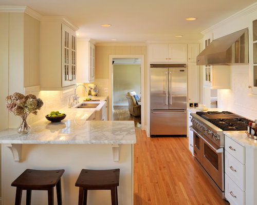 small kitchen peninsula home design ideas pictures remodel and decor. Black Bedroom Furniture Sets. Home Design Ideas