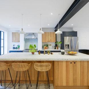 Пример оригинального дизайна интерьера: кухня в стиле лофт с столешницей терраццо