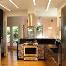 Modern Kitchen by Wiebenson & Dorman Architects PC