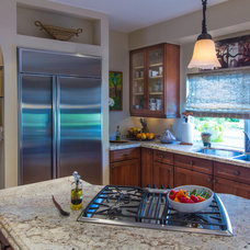 Traditional Kitchen by Kitchens For Cooking
