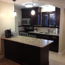 Contemporary Kitchen by Da Vinci CABINETRY LLC