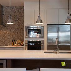 Modern Kitchen by Cat Hackman