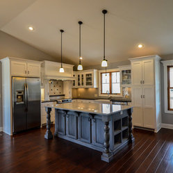 Farmhouse kansas city kitchen design ideas remodels photos for Kitchen design kansas city