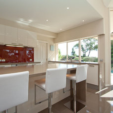 Modern Kitchen by Let's Talk Kitchens with Allan Aitken