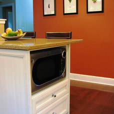 Traditional  by Phinney Ridge Cabinet Company