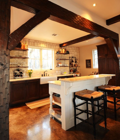 farmhouse kitchen by Bonterra Building & Design