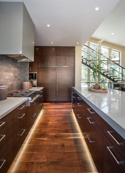 Contemporary Kitchen by LMK INTERIOR DESIGN