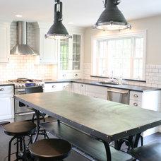 Farmhouse Kitchen by Fresh Architect