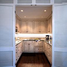 Tropical Kitchen by 708 Studios, LLC