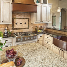 Traditional Kitchen by Keechi Creek Builders
