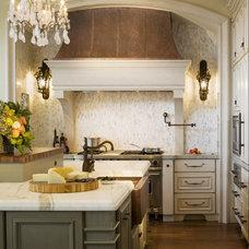 Traditional Kitchen by Kitchen Studio 1562