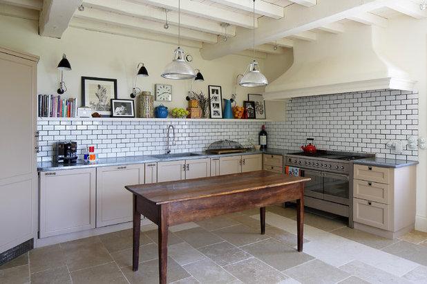 カントリー キッチン by McQuin Partnership Interior Design