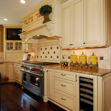 Traditional Kitchen by Terranova Construction, K & B
