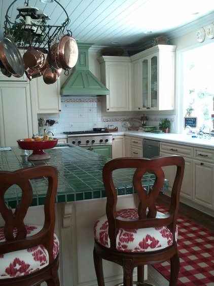 Traditional Kitchen by P&D Group Sierra Madre