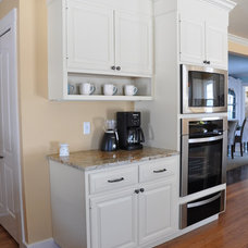 Traditional Kitchen by Solana James AKBD