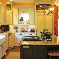 Traditional Kitchen by Stephanie Watson - Mike's Woodworking, Inc.