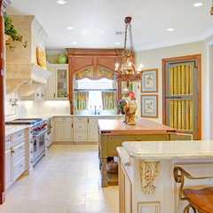 mediterranean kitchen by Sunscape Homes, Inc
