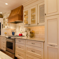Traditional Kitchen by Winslow Interiors