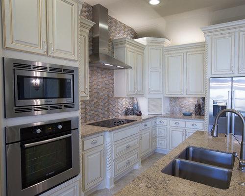Cucina shabby chic style con pavimento con piastrelle in ceramica