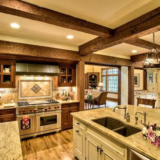 Foto på ett kök, med rostfria vitvaror
