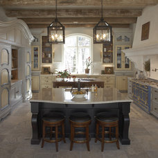 Rustic Kitchen by Hendel Homes