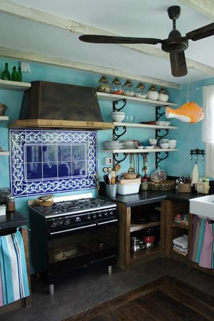 Eclectic Kitchen by Orkun Indere Interiors