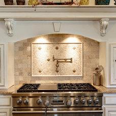 Traditional Kitchen by Glendarroch Homes