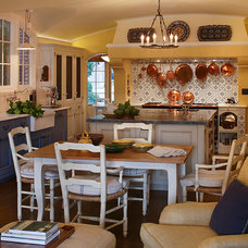 Traditional Kitchen by Lindy Donnelly