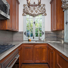 Traditional Kitchen by Trapolin-Peer Architects