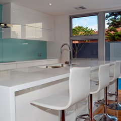modern kitchen by Jennie Hunt