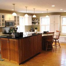 Traditional Kitchen by Sandra Alger, CID, Fresh Ideas by Sandy