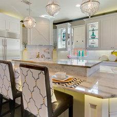 Modern Kitchen by Hensley Premier Builders